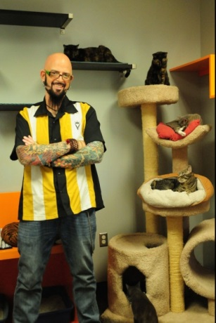 Jackson Galaxy's Biggest Challenge Yet. Lux the Cat ...